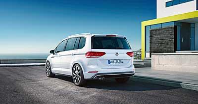 Volkswagen Touran 2015 családi autó háloldala