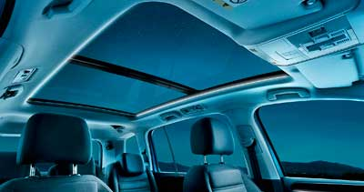 Volkswagen Touran 2015 családi autó XXL méretű napfénytető