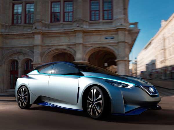 Jövőbemutató IDS tanulmányautó a Nissantól