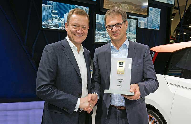 """Connected Car Award 2015 díjjal jutalmazták a """"V-Charge"""" kutatási projektet"""