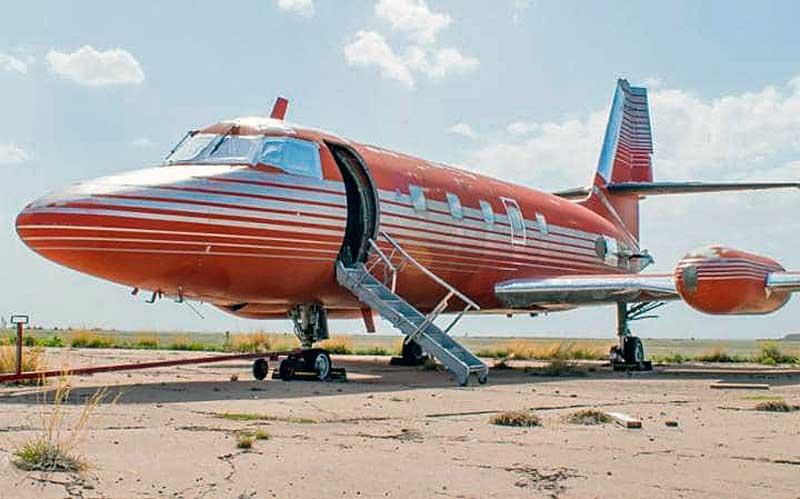 Elárverezik Elvis Presley magánrepülőgépét