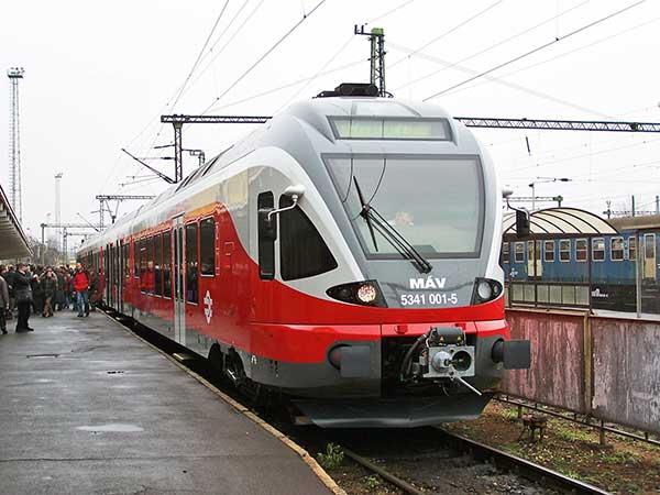 A MÁV 11 nagykapacitású motorvonatot vesz a Stadlertől