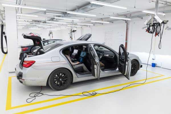 Rendszerbe állt a BMW Group automatizált járművezetésre szakosodott innovációs centruma