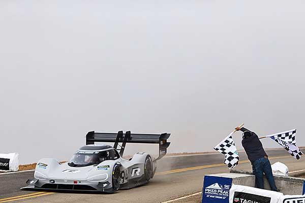 Minden rekordot megdöntött a Volkswagen I. D. R Pikes Peak