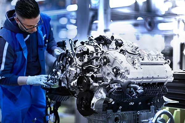 Mestermű Münchenből: a modern BMW 8-as Coupé V8-as erőforrása
