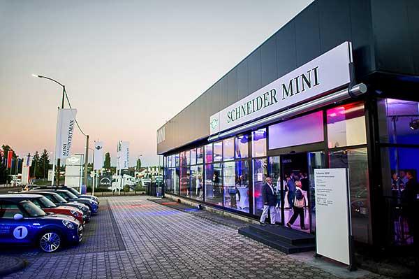 MINI szalonnal bővült Magyarország egyik legrégebbi BMW márkakereskedése, a pécsi Schneider Autóház
