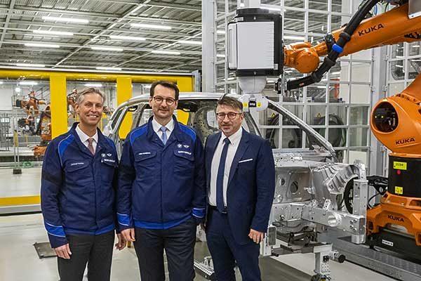A BMW Group 400 millió euró befektetésével készíti fel dingolfingi gyárát a BMW iNEXT érkezésére